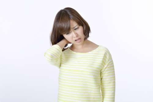 首の痛み 原因